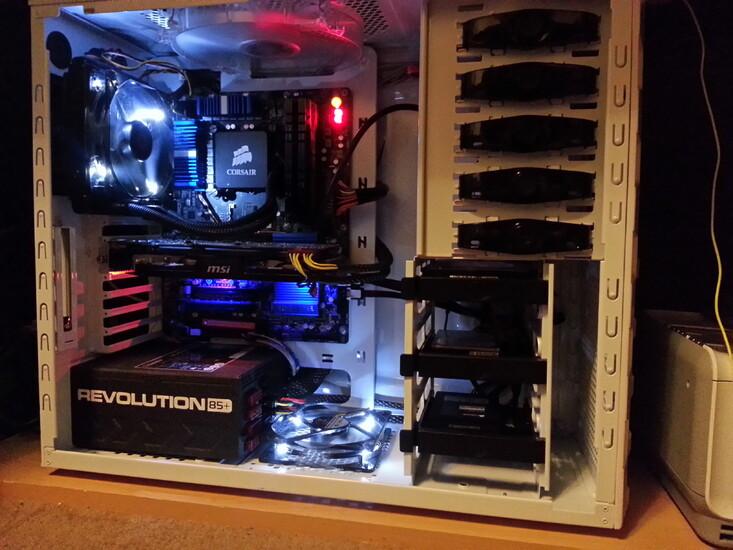Frozen White Haf 922 Hackintosh | TechPowerUp Case Modding